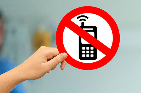 Personal Electronic Devices in the Exam Room: Tips to Stop the Distraction